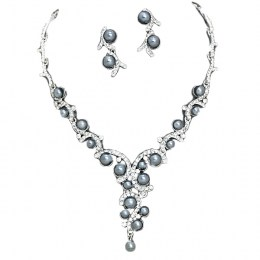 Alicia Faux Pearl Necklace Set