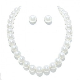 Constanza Pearl Necklace Set